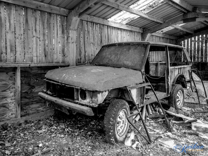 At the turnaround point I found this Land Rover rusting away.